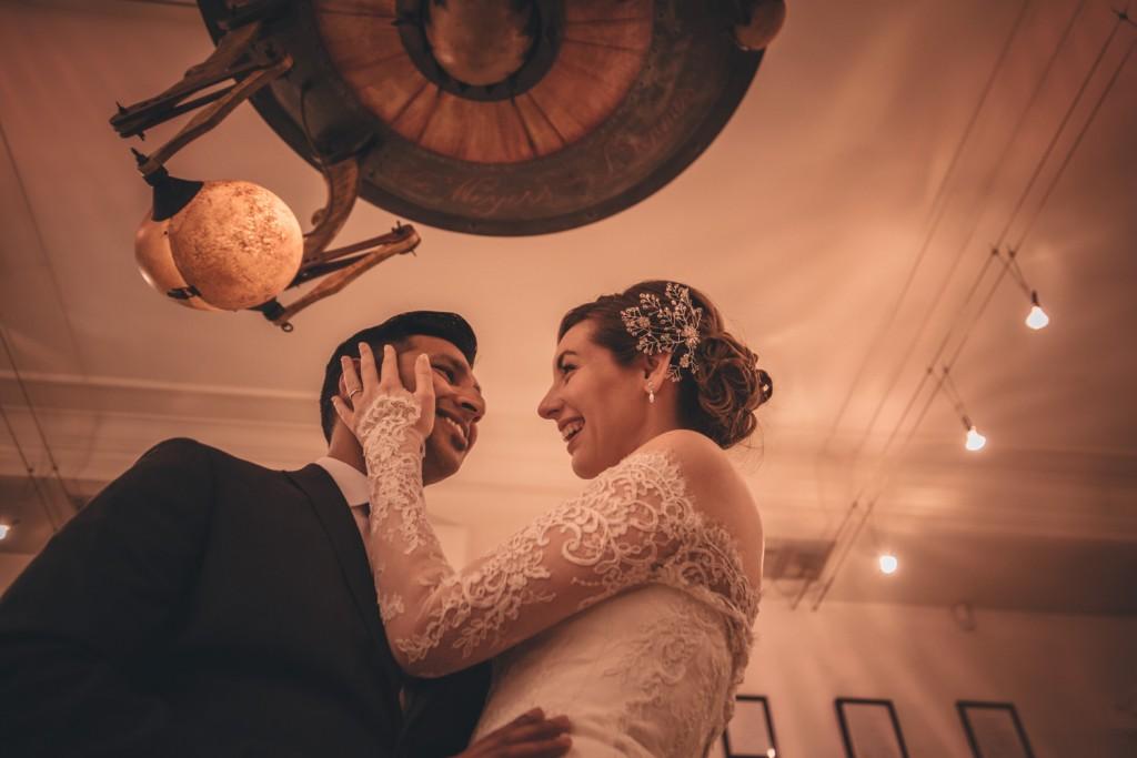 Huwelijksfotografie Antwerpen zoute zoen fotoshoot warm