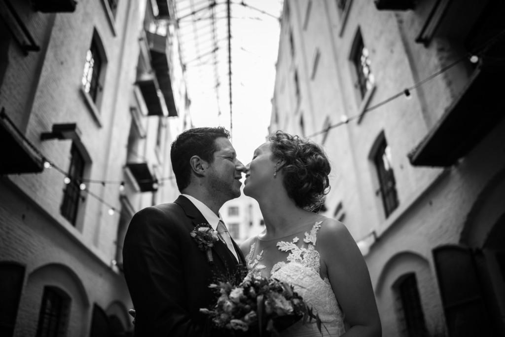huwelijksfotograaf antwerpen, bruiloft, huwelijkreportage, fotoshoot, zwart wit, mas, felix packhuis