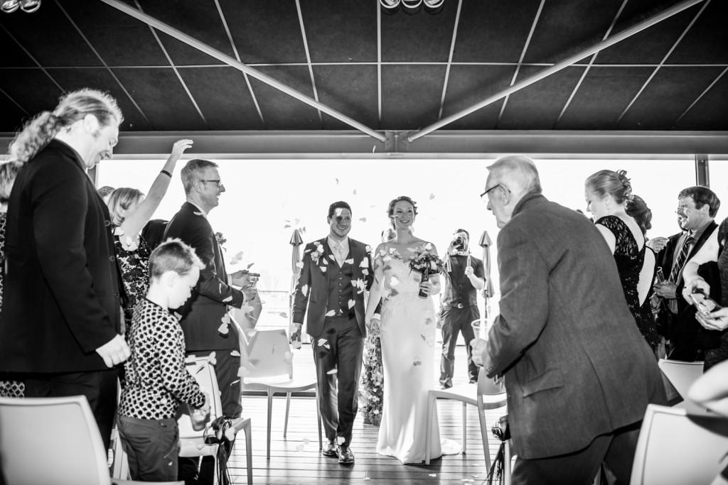 huwelijksfotograaf antwerpen, bruiloft, huwelijkreportage, fotoshoot, zwart wit, bloemen, ceremonie