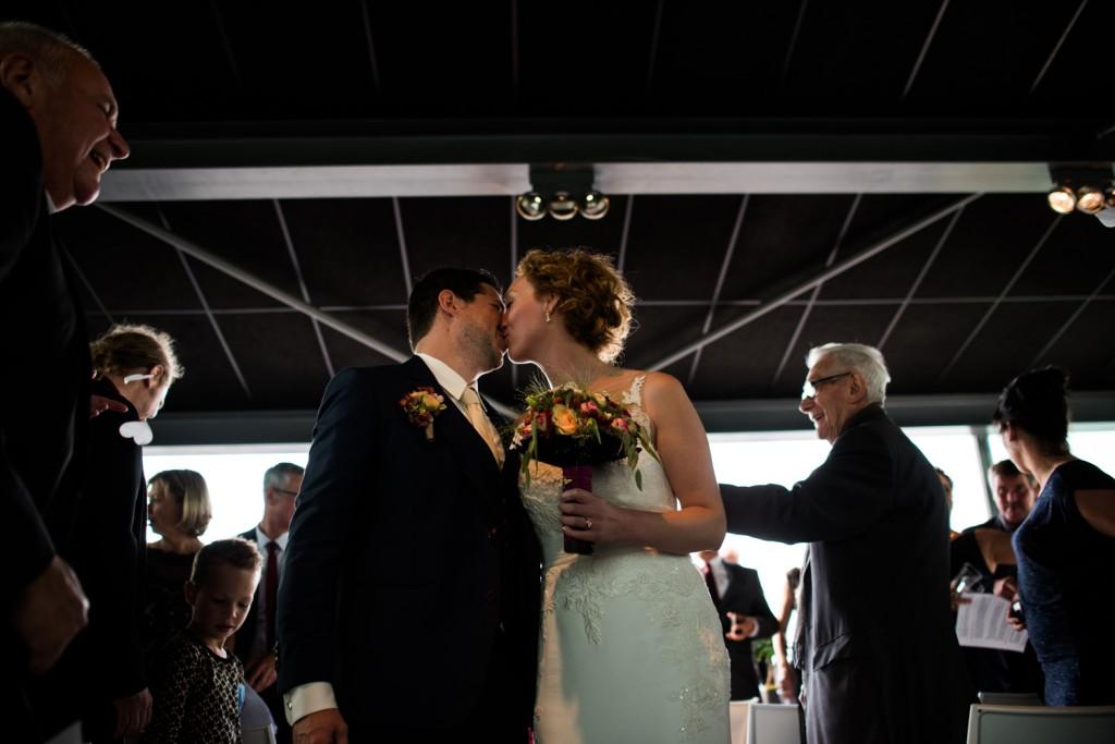 huwelijksfotograaf antwerpen, bruiloft, huwelijkreportage, fotoshoot, ceremonie kus