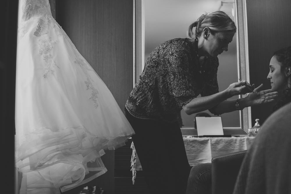 voorbereiding bruid, klaarmaken, trouwfotograaf, huwelijk, make up