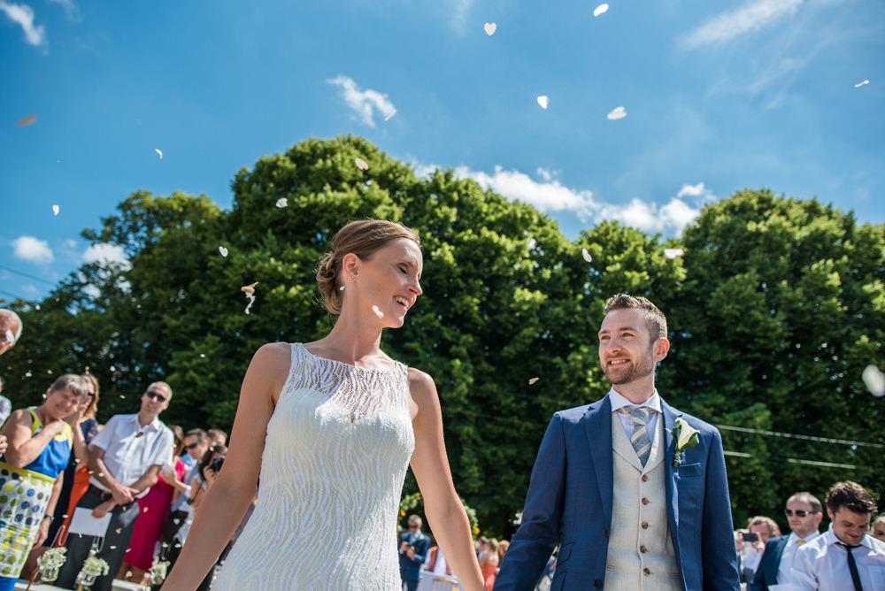 huwelijksfotograaf, trouwen, buitenceremonie, bruidspaar, bruiloft, viering