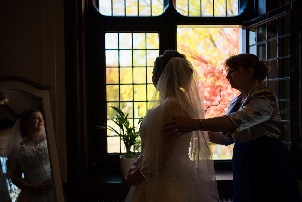 trouwfotograaf, nederland, putten, kasteel de essenburgh, bruidspaar, moeder
