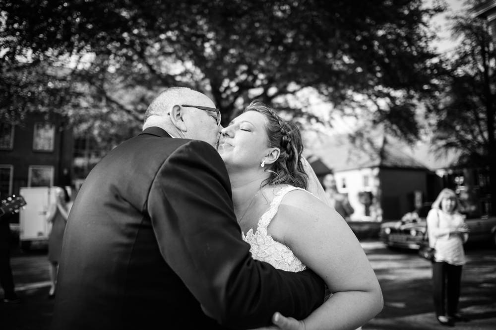 huwelijksfotografie, trouwen, aankomst kasteel de essenburgh, bruid, openingsdans